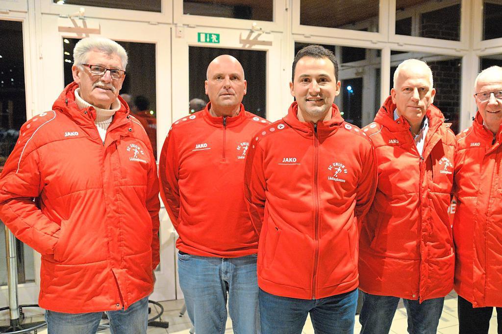 Hießen Osman Köse (M.) am Westfalenring willkommen (v.l.): Werner Stattmann, Daniel Schürmann, Ingo Witschenbach und Norbert Höning. Foto: flo | WN