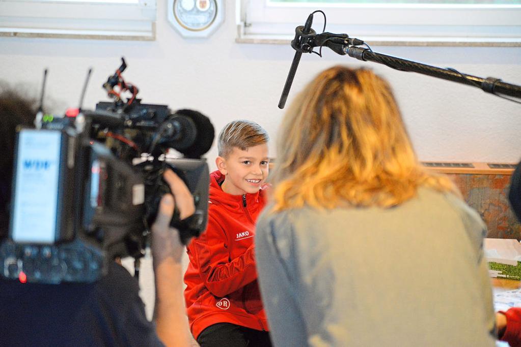 Ole, acht Jahre, steht Lokalzeit-Journalistin Alina Freimann souverän Rede und Antwort.? Foto: flo | WN