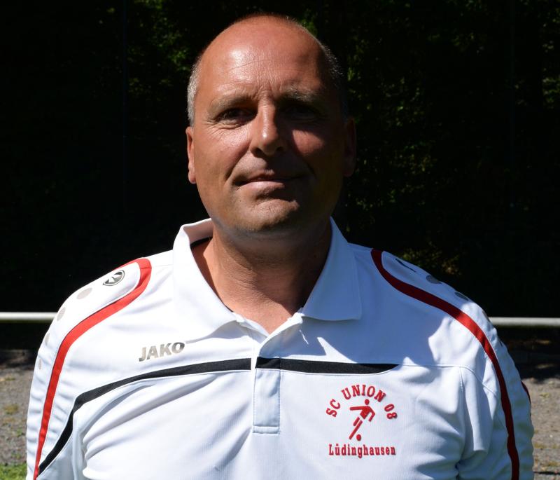 Wer Interesse daran hat, die künftige U23 zu coachen, möge sich mit dem Sportlichen Leiter in Verbindung setzen +49 170 - 4316391